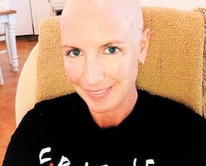 Vicky Gravel, de Sept-Îles, lors des traitements contre le cancer qu'elle recevait à Québec.