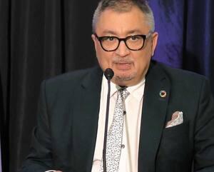 Le Dr Horacio Arruda, en point de presse à Longueuil vendredi, aimerait que 85 à 90% des gens dans la rue portent un masque afin d'éviter la propagation de la COVID-19.