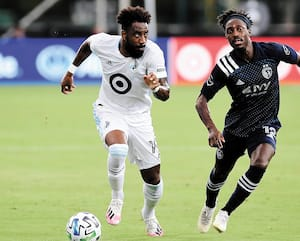 Romain Metanire du Minnesota United et Gerso du Sporting de Kansas City n'ont pas ménagé leurs efforts à Orlando, dimanche soir.