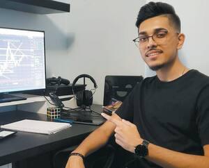 Rafiul Haque, 20 ans, a passé beaucoup de temps devant son ordinateur pendant le confinement. Un peu pour étudier, mais surtout pour spéculer sur le marchédes échanges de devises, ce qui lui rapporte peu à peu de l'argent.