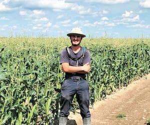 Étienne Beauchamp, 18 ans, du Jardinier de la Presqu'Île, à Saint-Damase en Montérégie, est fier d'avoir pu donner un coup de pouce aux cultivateurs plutôt que d'être resté à la maison à ne rien faire.