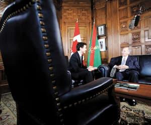Justin Trudeau, accompagné de l'Aga Khan, dans ses bureaux à Ottawa.