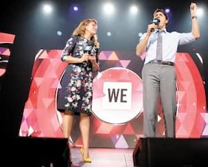 Le premier ministre Justin Trudeau et son épouse Sophie Grégoire sur la scène du WE Day UN, au Madison Square Garden à New York, en septembre 2017.