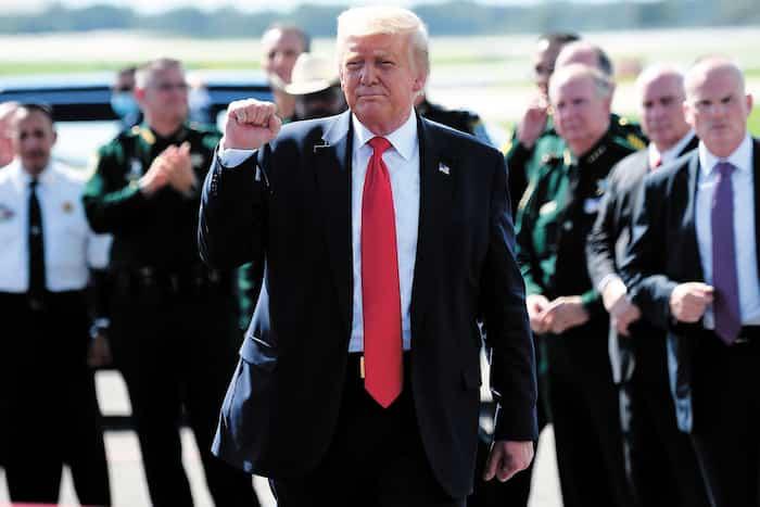 Le président américain Donald Trump à son arrivée à l'aéroport de Tampa, en Floride, vendredi.