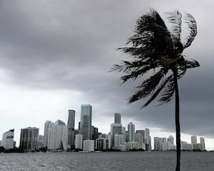 Déjà samedi, Miami était touché par les vents et la pluie annonçant la venue d'Isaias.