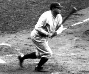 Babe Ruth est l'un des athlètes professionnels dont les pièces d'équipement et autographes sont très convoités par les collectionneurs.