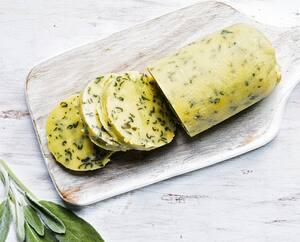 La nutritionniste Julie Aubé propose de congeler le beurre aromatisé (à la sauge sur la photo) afin de parfumer vos repas d'hiver.