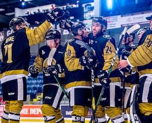 Les joueurs de l'Armada de Blainville-Boisbriand ne pourront pas célébrer au cours des deux prochaines semaines, ayant été placés en isolement, tout comme leurs adversaires du Phoenix de Sherbrooke.