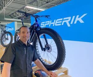 Dominique Faure, propriétaire de Vélo Spherikà Québec, a déjà écoulé l'ensemble de sa production de fatbikes d'hiver.