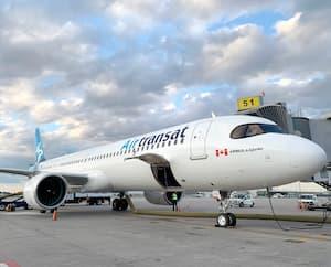 Les vols d'Air Transat ont repris, à la fin juillet, après un peu moins de quatre mois d'interruption. Toutefois, le nombre de passagers transportés demeure très inférieur à la normale.