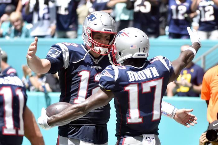Après un court passage chez les Patriots, Antonio Brown renouera avec Tom Brady.
