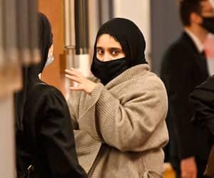 Ichrak Nourel Hak, enseignante portant le hijab, au palais de justice de Montréal, lundi.