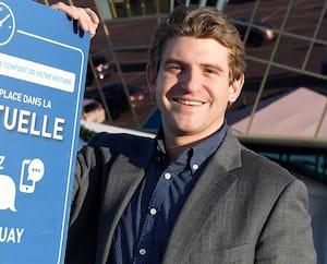 Charles Tanguay, vice-président, ventes et finances, chez Ameublements Tanguay, devant une des succursales de Québec.