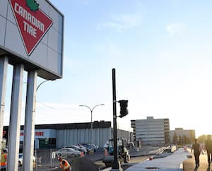 Le Canadian Tire de la route de l'Église, à Sainte-Foy, a perdu plusieurs cases de stationnement en raison des travaux de réaménagement du boulevard Hochelaga.