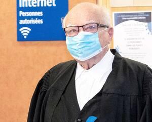 Me Julius Grey dans les couloirs du palais de justice de Montréal, mardi.