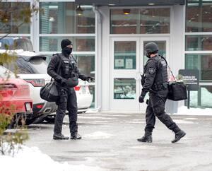 Une dizaine d'agents des services correctionnels, dont certains armés, ont été déployés la semaine dernière au Centre métropolitain de chirurgie, où deux détenues ont subi une réassignation sexuelle.