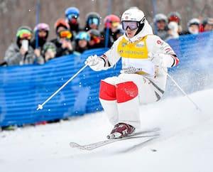 Mikaël Kingsbury lors de la Coupe du monde FIS de bosses au Mont-Tremblant en janvier 2020.
