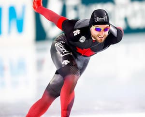 Aux Mondiaux de patinage de vitesse aux Pays-Bas, Laurent Dubreuil a procuré de vives sensations aux membres de sa famille avec sa victoire sur les 500mètres.