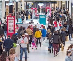 Les centres commerciaux (ici, les Promenades Saint-Bruno, près de Montréal, en décembre) pourront rouvrir leurs portes.