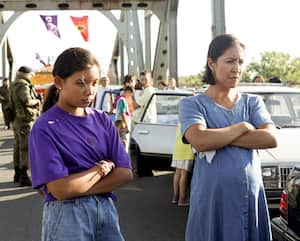Le film Beans relate la crise d'Oka du point de vue d'une jeune Autochtone de 12 ans.