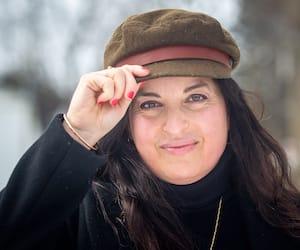 La comédienne, productrice et présidente de la Société Saint-Jean-Baptiste de Montréal Marie-Anne Alepin lève son chapeau aux femmes de lettres québécoises et à la langue française pour la Journée internationale des droits des femmes.