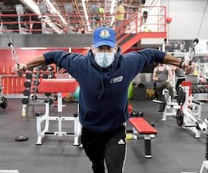 Francis Caine s'entraîne de cinq à six fois par semaine depuis 10 ans. Il prévoyait faire une deuxième session en soirée tellement son gym de Québec, le Mega Fitness, lui a manqué.