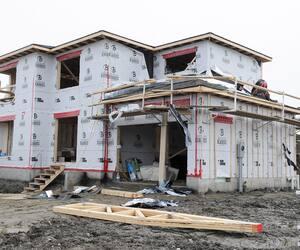Les primes d'assurance habitation pourraient bondir dès l'automne prochain. Sur la photo, maison en construction à Québec.