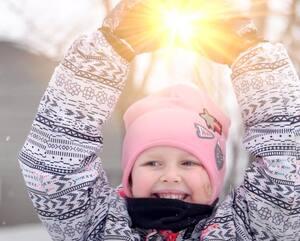 Extrait d'une capsule d'Opération Enfant Soleil. Lexie Gendron, Enfant Soleil de Chaudière-Appalaches, atteinte d'amyotrophie spinale.