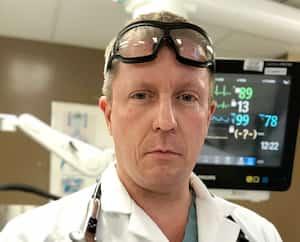 Le Dr Mathieu Simon, chef des soins intensifs à l'IUCPQ.