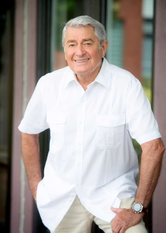 Michel Louvain lors d'une entrevue au Journal, à 80 ans.