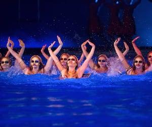 Présenté depuis 1998, O est le deuxième plus vieux spectacle du Cirque du Soleil à Las Vegas, après Mystère.