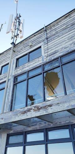 Mont-Sainte-Anne: rassemblements illégaux et vandalisme au sommet