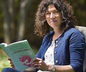 Dans le recueil <em>Des nouvelles de maman</em>, l'auteure Stéphanie Martin raconte l'histoire d'amour qui précède la grossesse de Clarissa, personnage campé en 1719.
