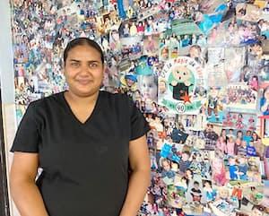 Aziza Huardel quittera son travail d'éducatrice au CPE La magie du rêve de Val-d'Or pour faire l'entretien ménager des bureaux administratifs d'une mine, un emploi mieux rémunéré.