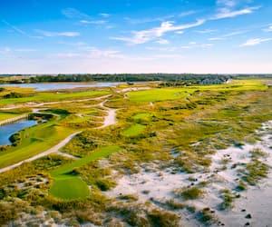 L'Ocean Course s'étend sur 7876verges, un record dans les championnats majeurs.