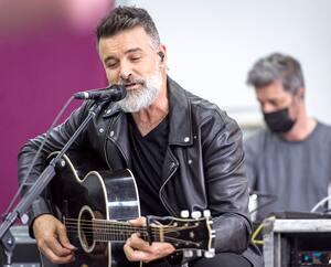 Roch Voisine a accueilli les médias cette semaine durant l'une de ses répétitions avec ses musiciens.