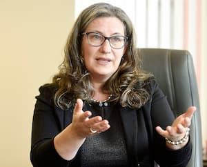 La commissaire à l'éthique, Ariane Mignolet, photographiée en février 2018, lors d'une entrevue avec notre Bureau parlementaire.