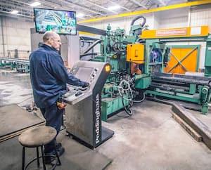 Stéphane Veilleux, dans l'usine de Métal Sartigan à Saint-Georges-de-Beauce. La compagnie n'est pas contre l'idée du partage d'employés.