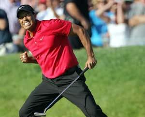 Tiger Woods célèbre après son fameux oiselet au 18e trou à Torrey Pines, en 2008.