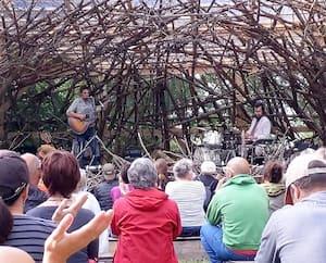 Les Barr Brothers se sont produits dans un superbe environnement, mercredi, au parc de la Virevolte, pour lancer la 12<sup>e</sup>édition du Festif! de Baie-Saint-Paul.