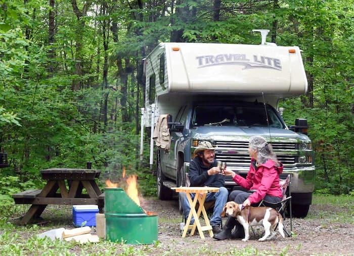 La caravane portée est devenue très populaire cette saison parmi les amateurs de camping, surtout chez ceux et celles qui recherchent la liberté et l'autonomie.