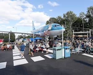 La Ville de L'Ancienne-Lorette aurait aimé avoir son mot à dire sur l'emplacement du projet de terrasse et de bar «Le 737» sur le site de l'aéroport de Québec, dont l'attrait principal est un immense Boeing bleu.