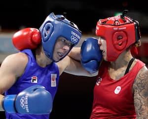 Avec son gant sur le nez, Nouchka Fontijn tentait de repousser Tammara Thibeault.