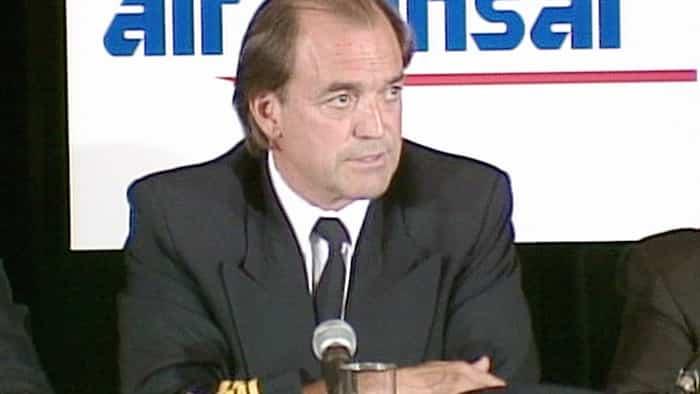 Robert Picher en conférence de presse après son exploit.