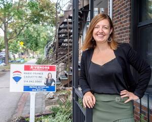 Marie-France Caouette est courtière immobilière. Elle travaille sept jours sur sept et elle peine à prendre des vacances.