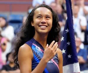 La finaliste des Internationaux des États-Unis Leylah Fernandez a plusieurs cartes dans sa manche pour assurer son avenir. En mortaise, son agent, Bernard Duchesneau.