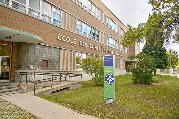 GEN -ÉCOLE SAINTS-MARTYRS-CANADIENS DEVANTURE