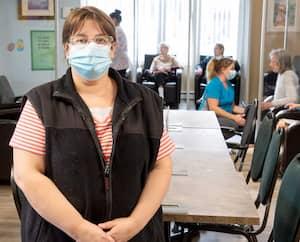Annie Desrosiers, propriétaire de la Résidence Grande-Côte, à Saint-Eustache, s'attend à des bris de service sans précédent dans son établissement quand les travailleurs de la santé non vaccinés contre la COVID-19 seront suspendus, le 15 octobre prochain.