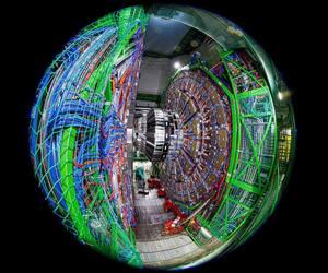 Une photo prise le 6 février 2020 avec une lentille fish-eye montre l'ensemble du détecteur Compact Muon Solenoid (CMS) dans un tunnel du Grand Collisionneur de hadrons (LHC) de l'Organisation européenne pour la recherche nucléaire (CERN), lors de travaux de maintenance, à Cessy, France, près de Genève.