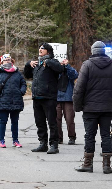 Image principale de l'article Des manifestants devant la «maison de Legault»
